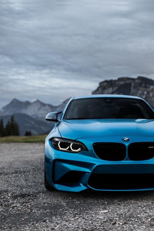 BMW m 3 Azul en la Carretera Durante el Día. Wallpaper in 3904x5856 Resolution